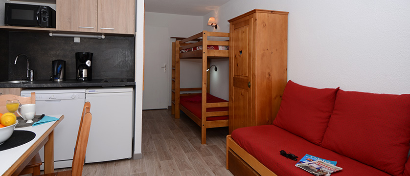 france_les-2-alpes_lours_blanc_apartments_bunk_beds.jpg